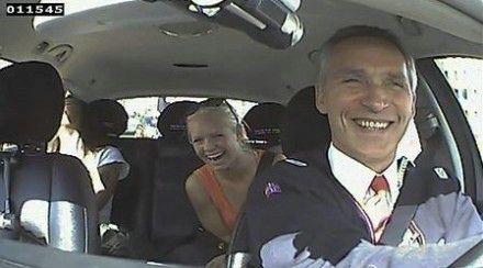 挪威总理装的哥开车