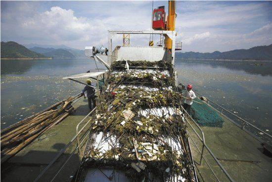 千岛湖上垃圾2个月才捞完