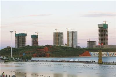 2013年7月15日,康巴什新区,在建的楼盘。