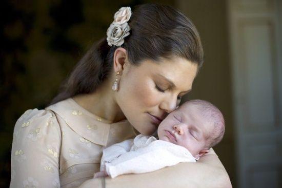 瑞典女王储维多利亚和女儿埃斯特拉公主