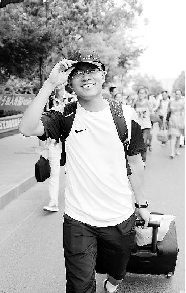 浙江大学昨日迎来首批2013级本科新生(图)