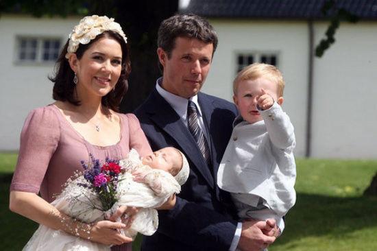 丹麦王储弗雷德里克、王妃玛丽、伊莎贝拉公主、克里斯蒂安王子