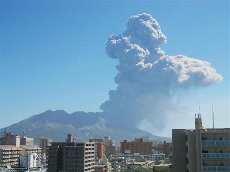 日本樱岛火山喷发烟雾高达4500米暂未危及安全