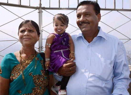 印度19岁女子被吉尼斯认定为世界最矮女性(图)