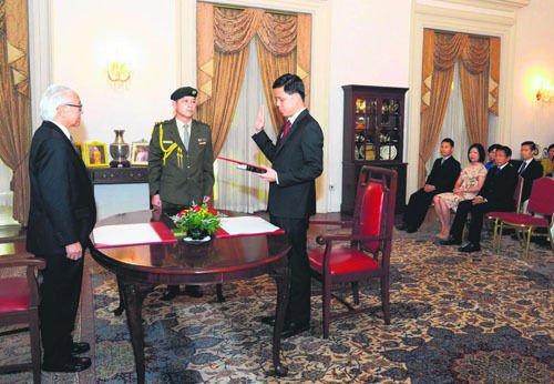 新加坡多名新任华人部长宣誓就职 总统主持仪式