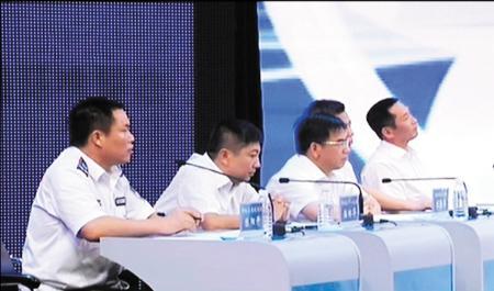 郴州官员在电视问政节目上。