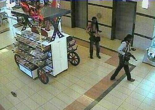 英国特种兵单枪匹马勇闯肯尼亚遇袭商场救百人