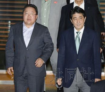 安倍罕见在私邸会晤蒙古国总统相扑比赛成话题