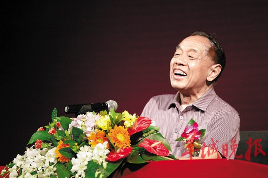 73岁的李肇星精神矍铄 摄影:羊城晚报记者 沈婷婷