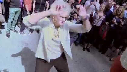 73岁阿嬷大跳甩臀舞活力四射不输年轻人(图)