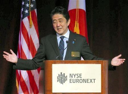 """日本首相安倍晋在纽约发表演讲,辩称解禁集体自卫权旨在""""为和平做贡献""""。"""