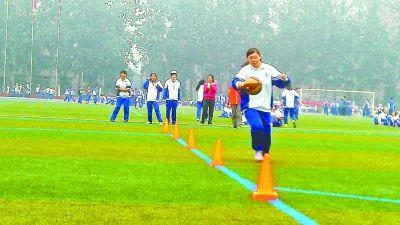 部分学校在重度污染天仍然进行户外运动会
