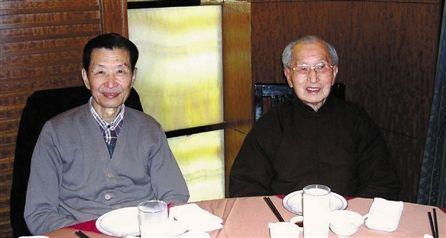 陶祥洛(左)和他的老师朱焱教授