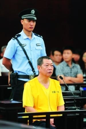 """今年7月26日,""""房叔""""蔡彬涉嫌受贿案在海珠区法院一审。信息时报记者 叶伟报 摄(资料图片)"""