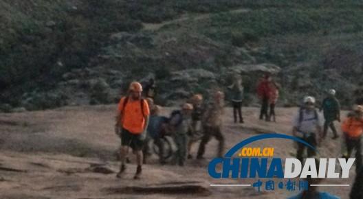 中国游客违反禁令私自攀爬美国公园拱石摔成重伤