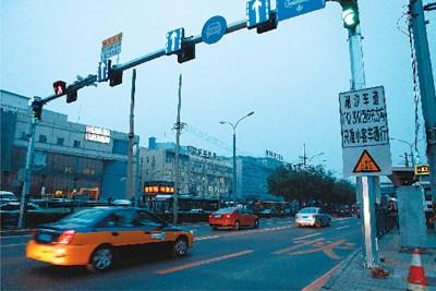 朝阳路出城方向车辆行驶顺畅。 本报记者 魏 薇摄