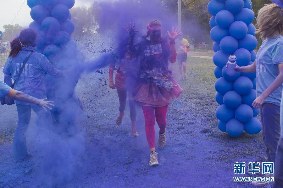 """(国际)(2)布达佩斯举办""""彩色跑步""""慈善活动"""