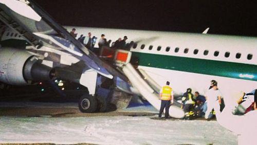 一客机起落架故障在罗马紧急迫降无人伤亡(图)