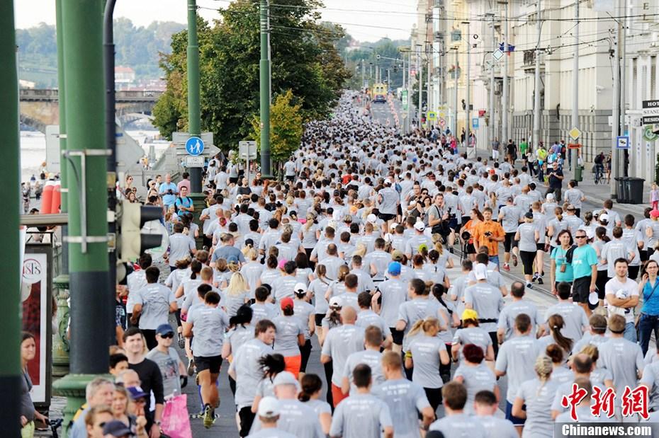 捷克首都布拉格万人长跑