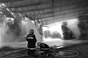 宁海造纸厂仓库失火 火灾未造成人员伤亡