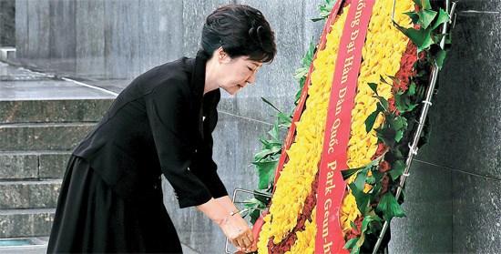 韩媒称朴槿惠参拜胡志明墓:韩越和解向日施压