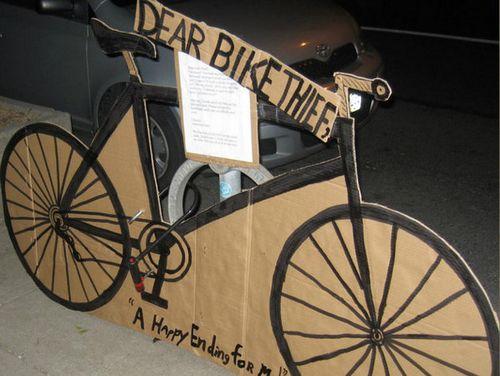 爱车被窃后在路边寻获失主送小偷纸板车