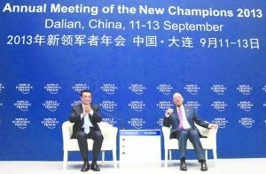 图为李克强回答企业家代表提问。 新华社记者 庞兴雷 摄 图片来源:新华网
