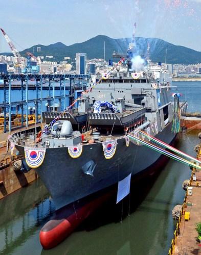 韩海军新登陆舰举行下水仪式设作战指挥所(图)