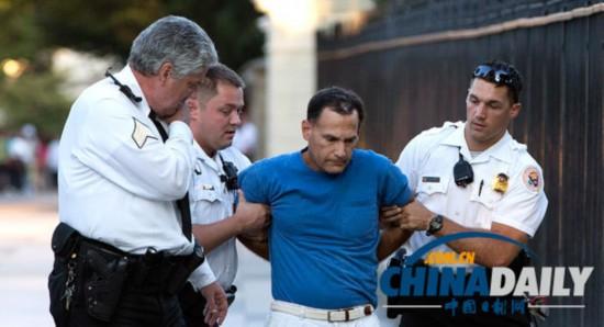 白人男子向白宫扔爆竹被捕