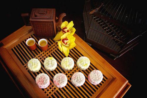 新加坡中餐馆推6000元天价月饼含燕窝松露等(图)