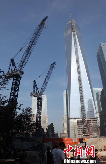 双子塔北侧,重建的纽约世界贸易中心一号楼即将完工