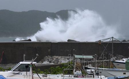 """台风""""万宜""""登陆日本4人失踪26万人被迫撤离"""