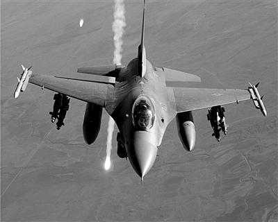 美国可能从周边国家军事基地派遣F-16战机,参与对叙利亚的军事行动。