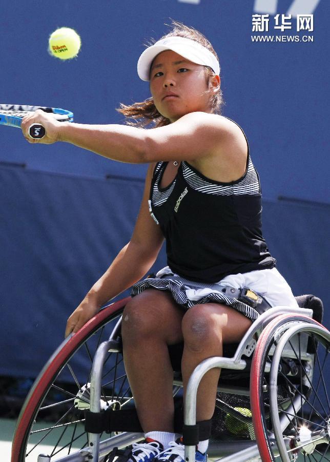 (体育)(1)网球——美网:网前的力量 轮上的风采