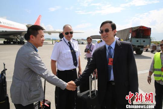 中国援助尼泊尔制宪大选物资抵尼价值千万元
