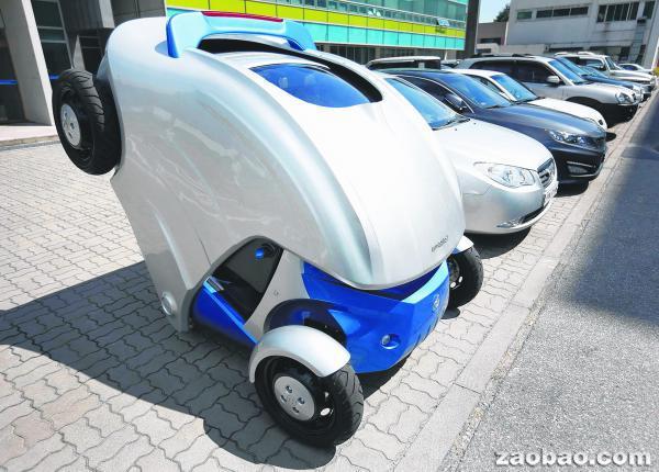 韩国发明折叠电动汽车仅占普通车位三分一(图)