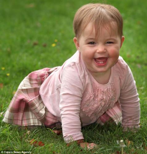 英国女婴心跳停止三次后奇迹存活 曾被误诊(图)