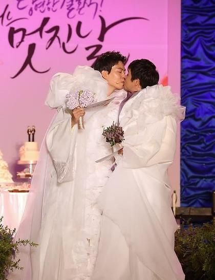 韩国导演 婚礼 大叔 味增 李孝利 同性婚姻 中年 苹果日报 资料图 金赵光秀