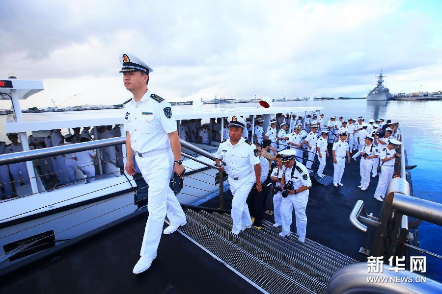 (国际)(3)中美海军官兵在夏威夷珍珠港开展军事文化交流活动