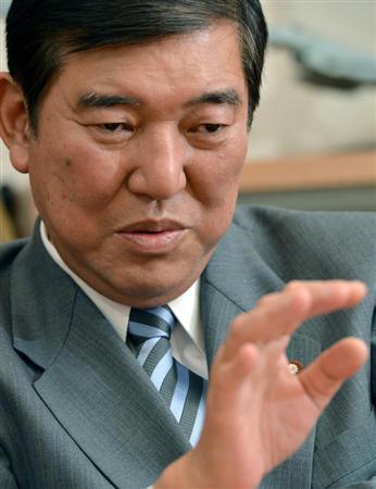 日本自民党干事长吁慎重应对自卫权党内须统一