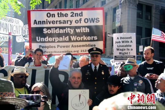 """""""占领华尔街""""两周年示威:铁杆占领者喧嚣重聚"""