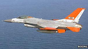 美国试验将退役F-16战机改装成无人机(图)