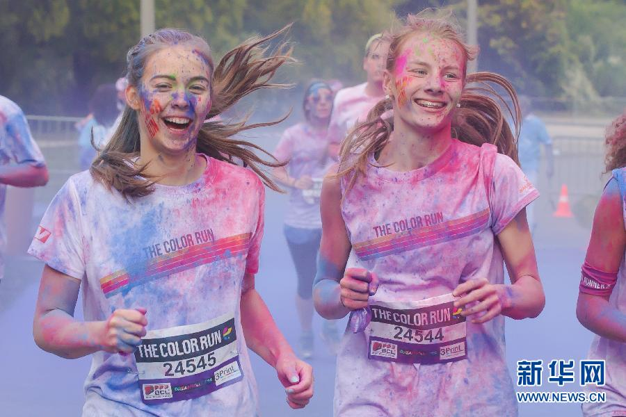 """(国际)(1)布达佩斯举办""""彩色跑步""""慈善活动"""