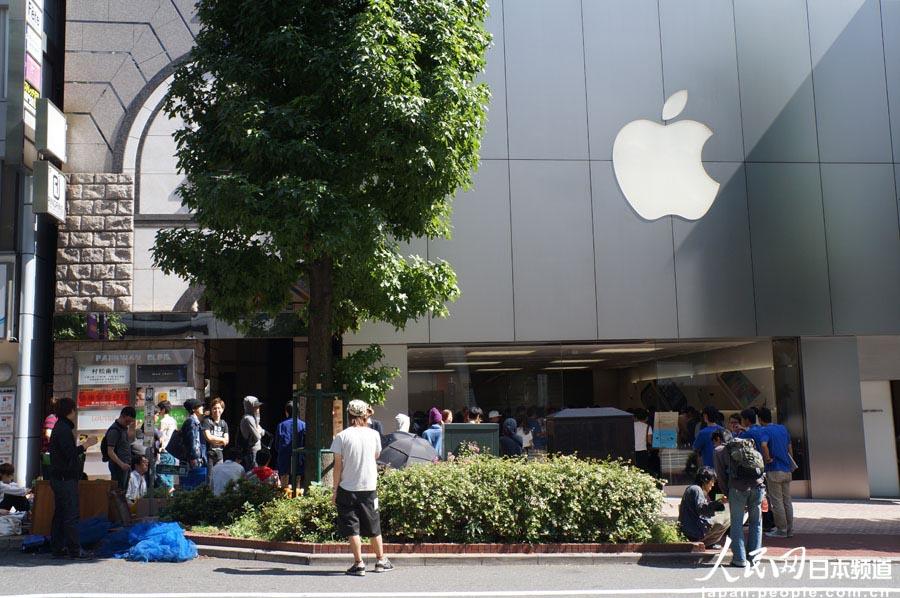 涩谷苹果店门前排队的果粉