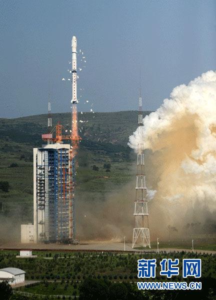 """7月20日,运载火箭点火发射。当日7时37分,我国在太原卫星发射中心用长征四号丙运载火箭,以""""一箭三星""""方式,成功将创新三号、试验七号和实践十五号3颗技术科学试验卫星发射升空,卫星顺利进入预定轨道。"""
