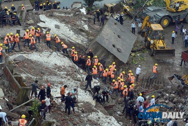 印度孟买一五层楼房坍塌 或60人被埋(组图)