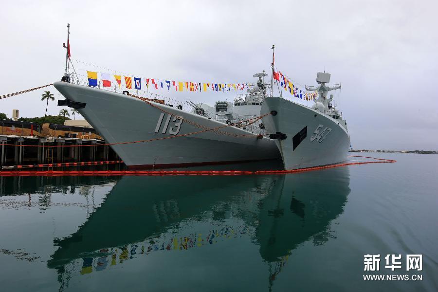 (国际)(1)中美海军官兵在夏威夷珍珠港开展军事文化交流活动