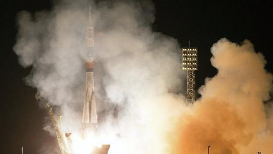 俄罗斯载人航天飞船抵达国际空间站飞行6小时