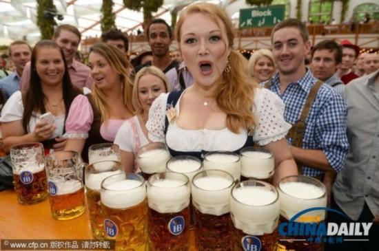 第180届慕尼黑啤酒节盛大开幕 万人举杯开怀畅饮(组图)