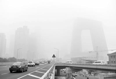 图为6月28日拍摄的北京东三环。罗晓光摄